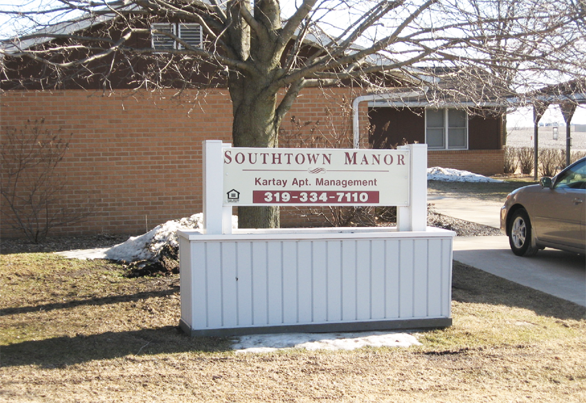 Southtown Manor Apartments for Rent in Winthrop, Iowa.